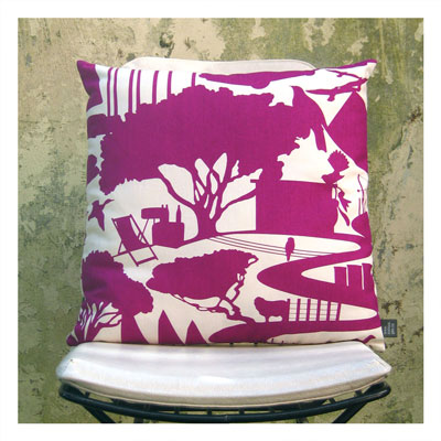 SCENIC CUSHION IN BERRY